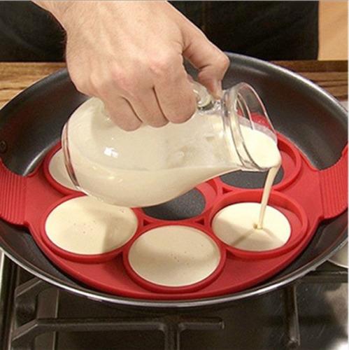 forma antiaderente para fritar ovos e panquecas