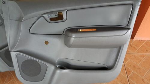 forros de puertas toyota hilux 2012 y muchos repuestos mas