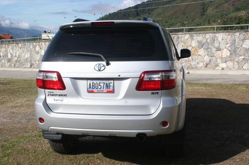 fortuner 2012 5 puertas