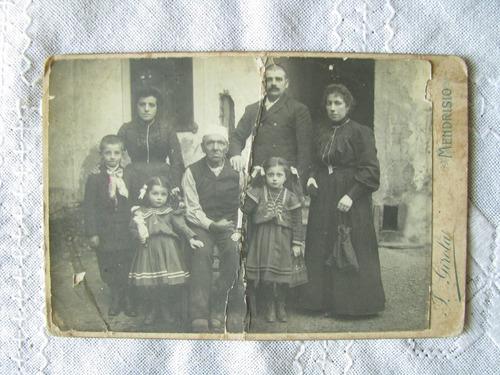 foto antigua de familia italiana 15x10 cms.
