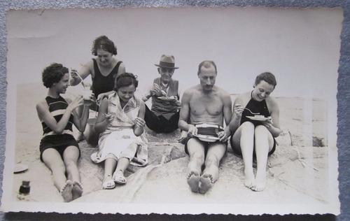 foto antigua día de pic nic en la playa