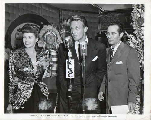 foto yvonne de carlo robert stack universal pictures 1946
