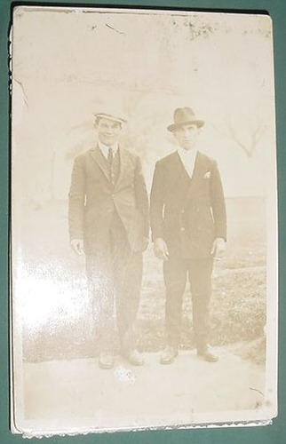 fotografia antigua dos caballeros traje sombrero boina