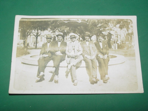 fotografia antigua elegantes caballeros traje sombrero sepia