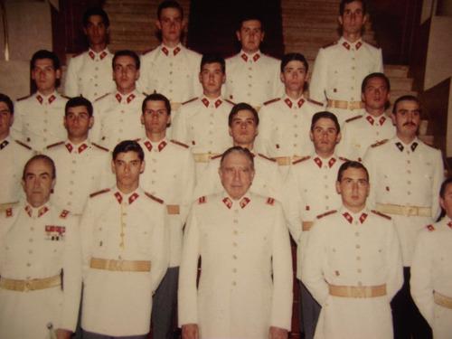 fotografia augusto pinochet escuela militar oficiales 1983