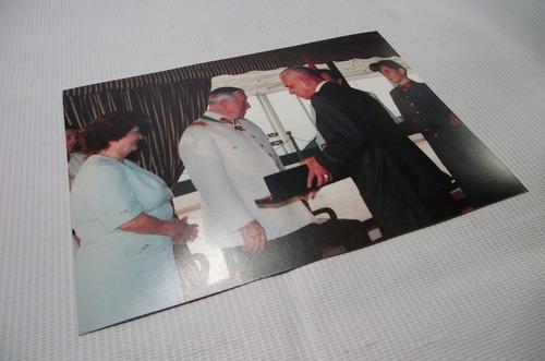fotografia augusto pinochet lucía hiriart condecoración 1987