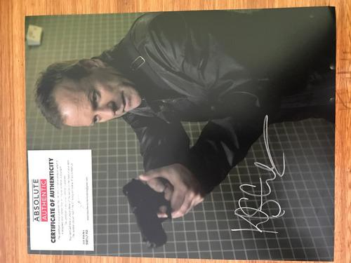 fotografía certificada autografiada por kiefer sutherland