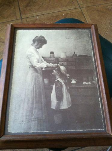 fotografia en cuadro de  r. hendrickson madre e hija