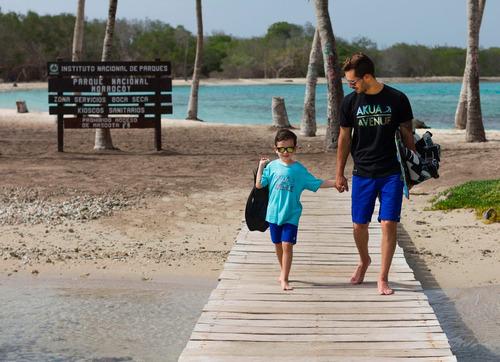 franela akua avenue modelo beach turquesa cuello v