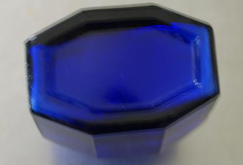 frasco octagonal color azul para decoración