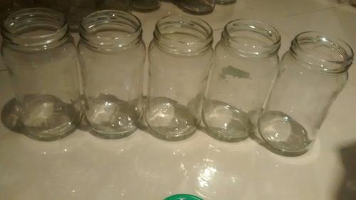 frascos de vidrios vacios de mermeladas y cafe