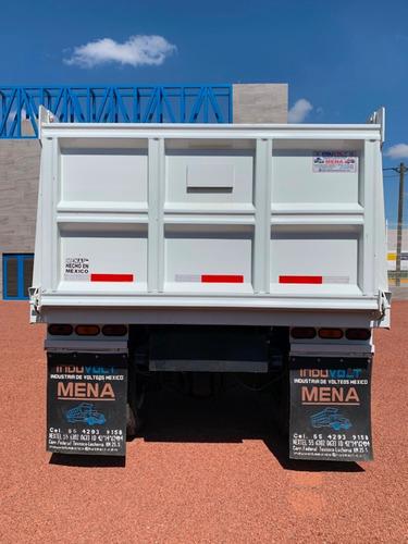 freightliner m2 33k modelo 2007 equipado con volteo de 7 mts