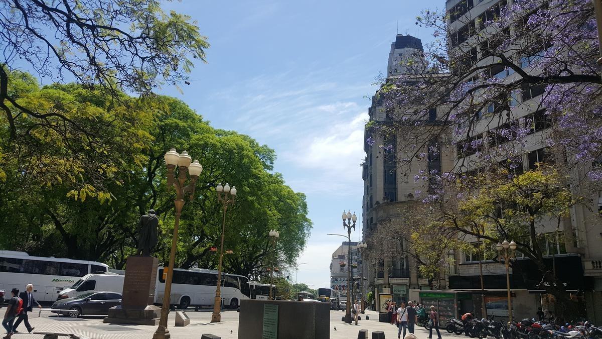 frente a plaza san martín y a metros de la peatonal florida. - retiro