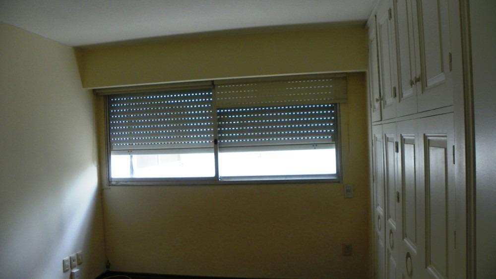 frente a rambla,3 dormitorios y servicio, garaje,  1 p/piso