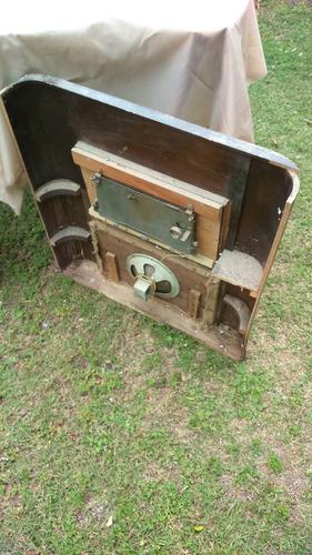 frente de antiguo combinado en madera con parlante