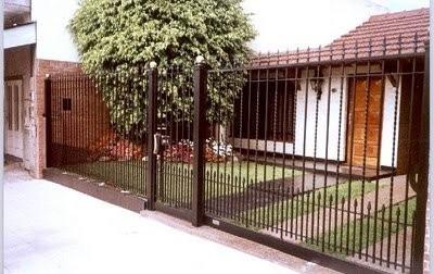 Frente de reja por metro lineal en mercado for Ver modelos de portones de hierro