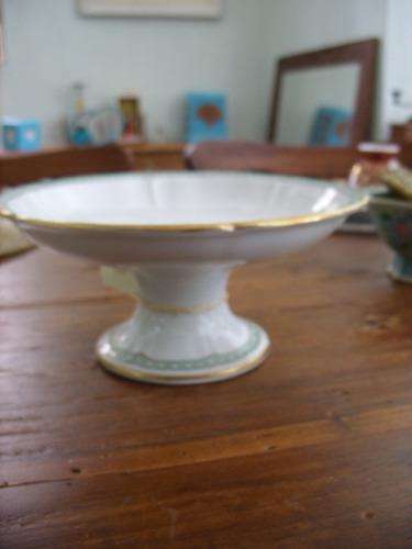 fruteira antiga em porcelana com pes