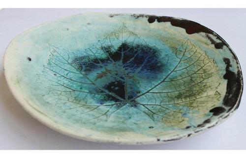 fuente cerámica azulada