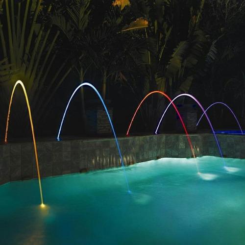 fuente de agua color  azul