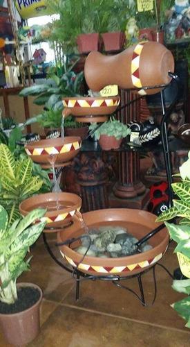 fuente de agua en ceramica con soporte de hierro