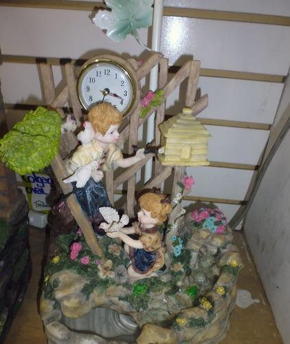 fuente de agua , lampara y con reloj de ceramica a corriente