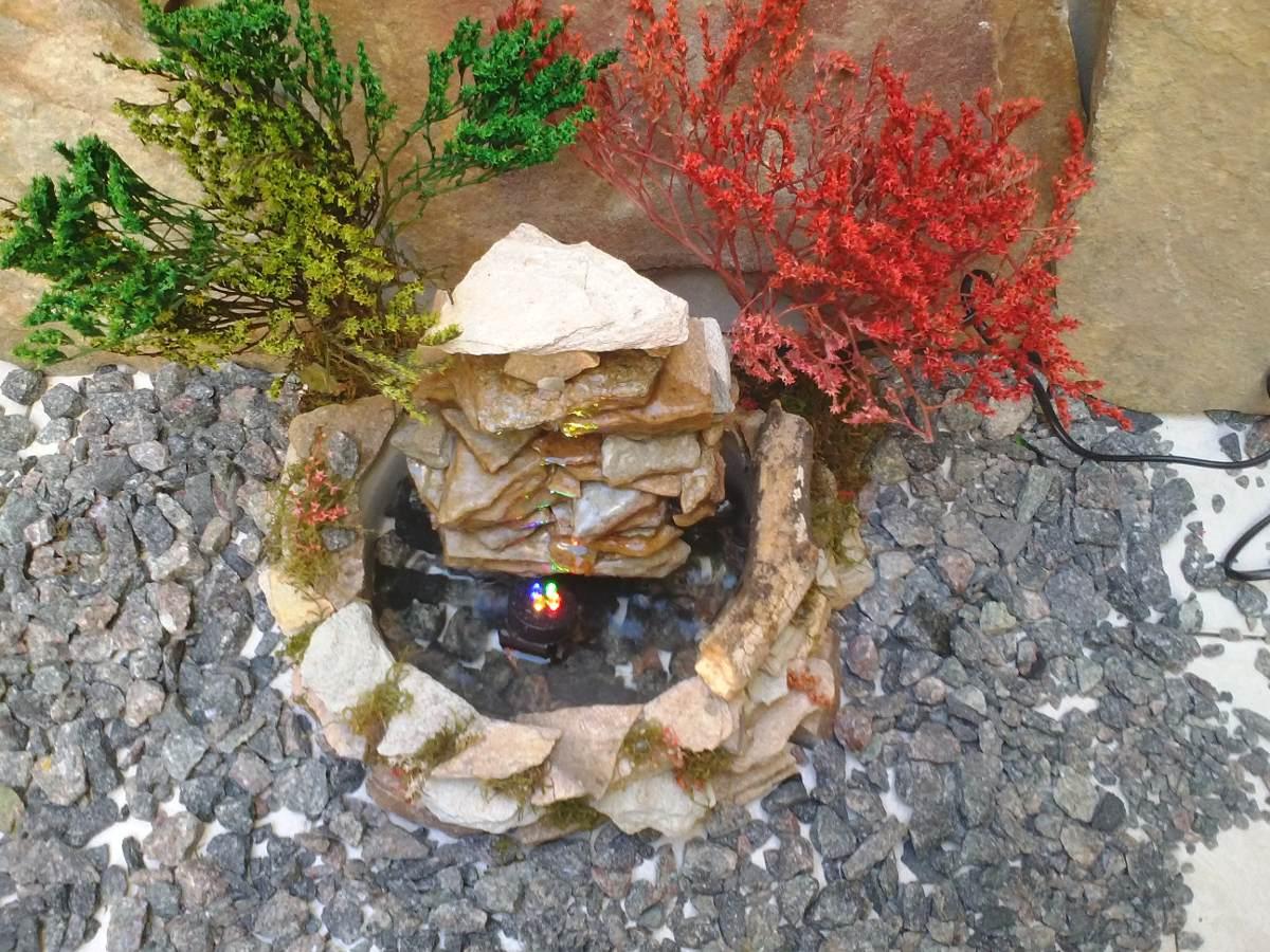 fuente de agua mini cascada en piedra natural con luz led