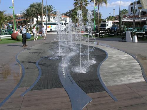 fuentes de agua, piscinas, pared de agua y publicidad