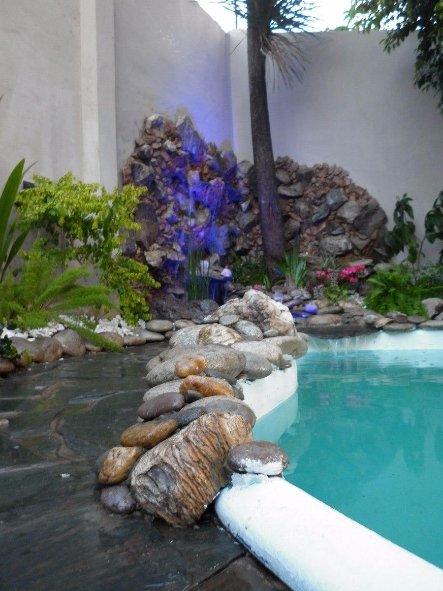 fuentes de agua y cascadas para piscinas