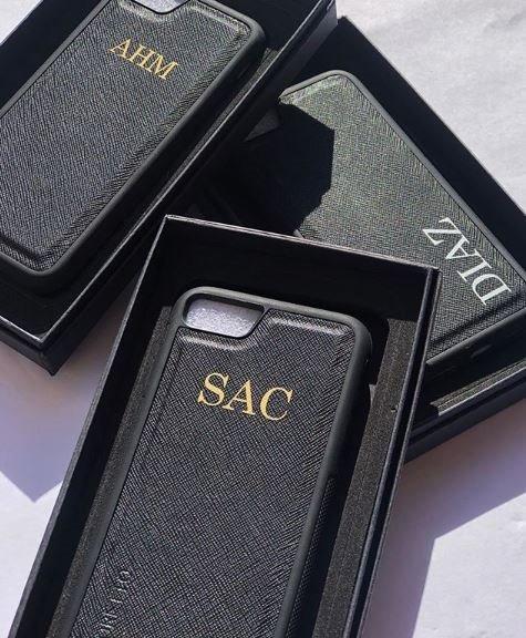 funda iphone piel iniciales