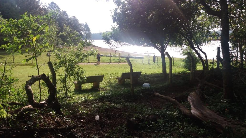 fundos para represa - condominio -terreno - 1.000m²-cód.t003