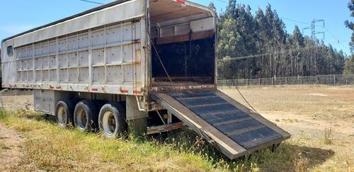 furgon de tres ejes equipado para transportar caballos