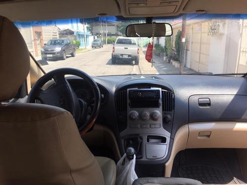 furgoneta h1 roja 12 pasajeros 5 puertas