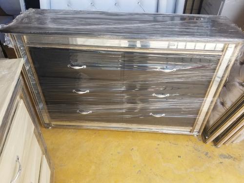 gabetero con borde en espejos tapizado completo en pino