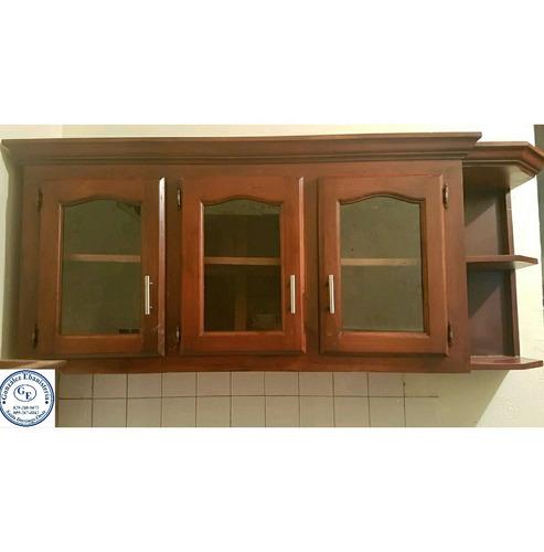 gabinete de tres puertas