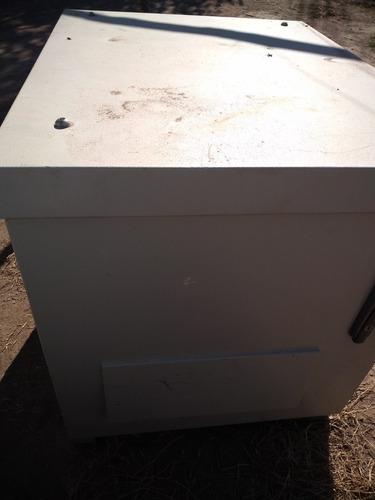 gabinete estanco metálico para comunicación repetidora