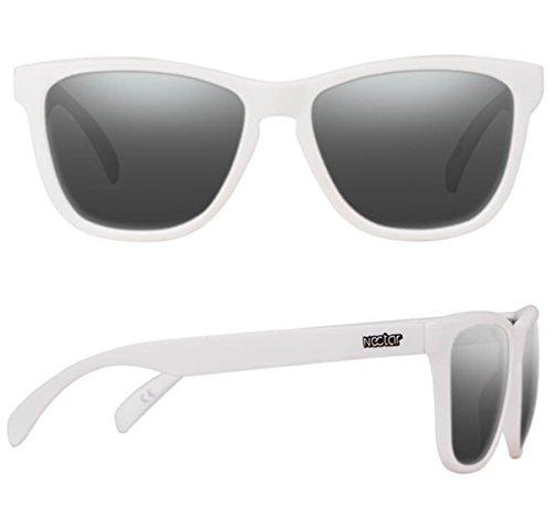 2b6acd858a Gafas De Sol Polarizadas Con Montura Blanca Clasica Con Lent ...