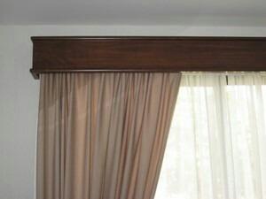 galeria para cortinero en madera de cedro