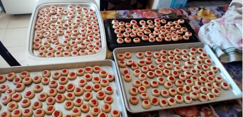 galletitas con mermelada de fresa y empanaditas de sabores