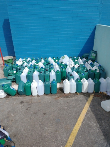 galão 5 litros usado  eles são de produtos de limpeza