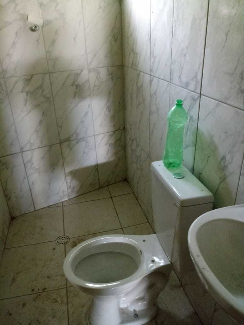 galpão comercial 3 banheiros, obra levantada e coberta