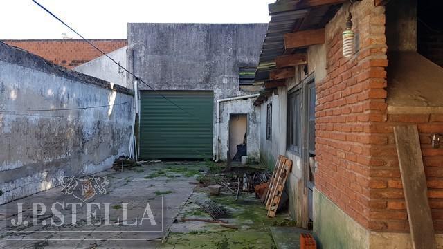 galpón - 2 locales - dpto 3 amb. - lote 460 m²- estado a refaccionar - san justo