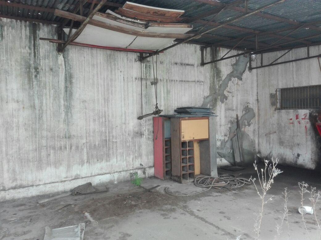 galpon cubierto con oficinas y baño - huergo 1200, dock sud