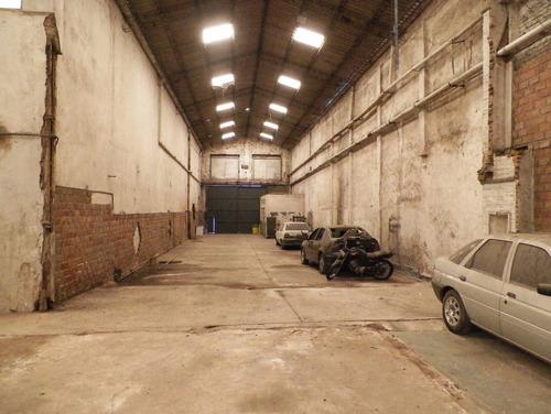 galpón de 1130 m2 en dos naves + vestuarios y baños - v.domi