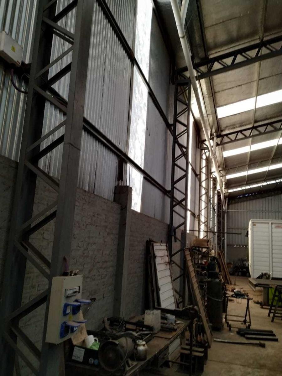 galpón de 1500 m2 sobre ruta 8