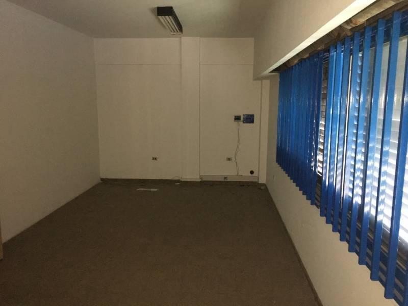 galpón de 1840 m2 con salida a dos calles y puente grua