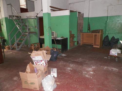 galpon de losa con sector descubierto de 250 m2 totales.