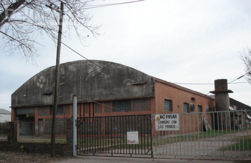 galpón gigante sobre godoy y circunvalacion. 2092 m2 cubiertos.