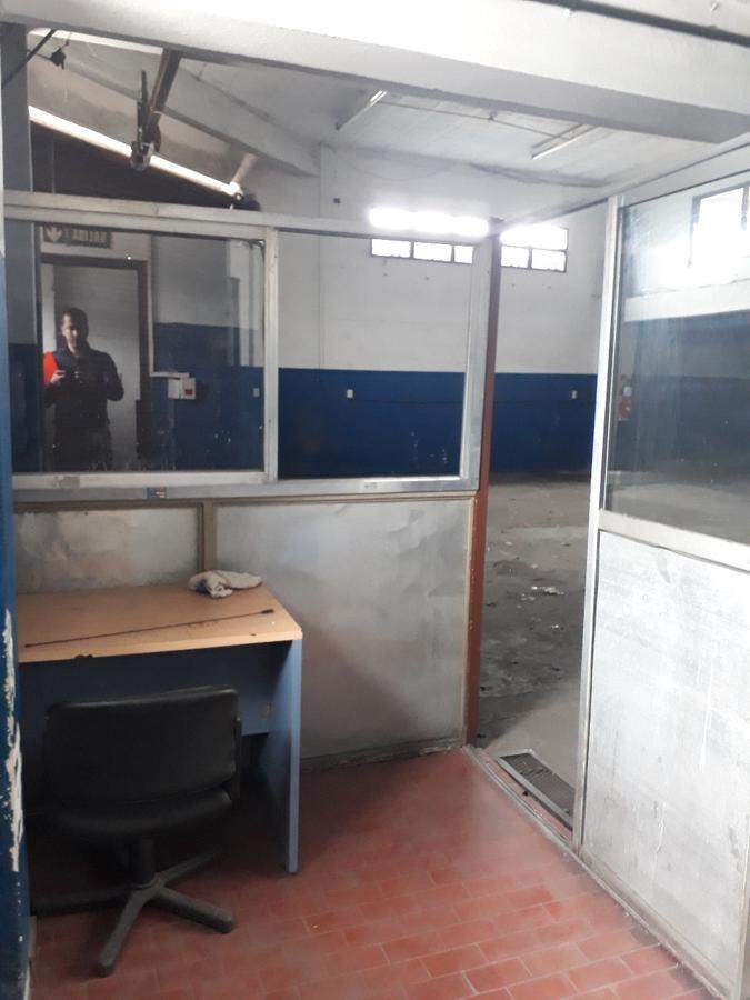 galpón industrial 1200 m² en 2 plantas - oficinas - baños y vestuarios - montacargas - san justo