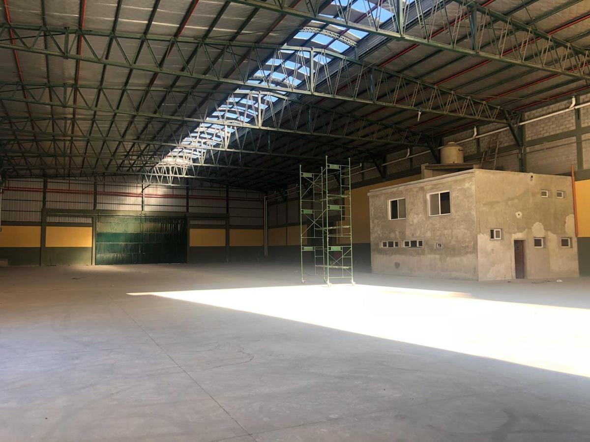 galpón industrial 2350 m² cub. c/ oficinas, baños y vestuarios- san justo