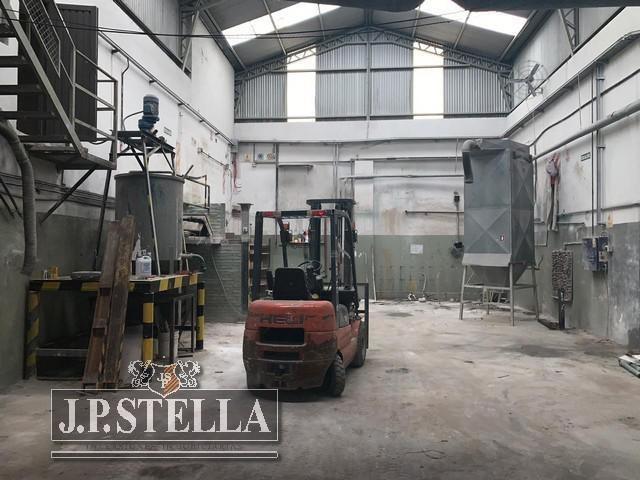 galpón industrial 750 m² c/oficinas - baños y vestuarios  - san justo
